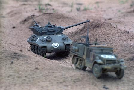 1981_Militaire-Dienst_Seedorf_Modelbouw_05-M10-Tank-Destroyer-and-M3-Half-Trackt