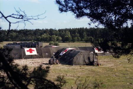 1981_Militaire-Dienst_Seedorf_Rode_Kruiskamp_13-Rode-Kruis-kamp-uit-boomt