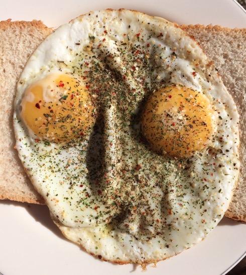 20150930.gezicht-gebakken-ei-omelet-fried-egg