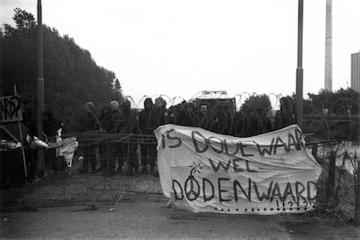1980_Demonstratie_Dodewaard_31a-ME-hoeft-niks-te-doent